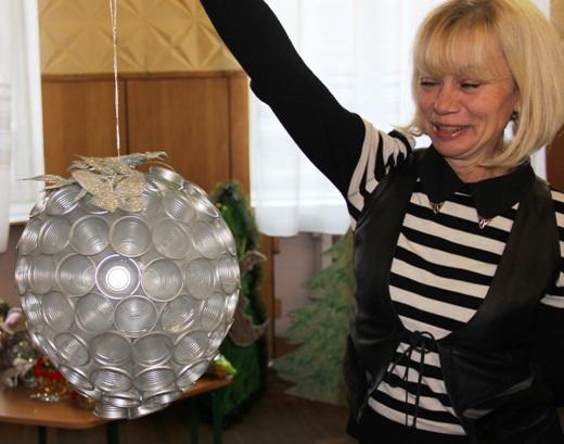 Новогодние игрушки своими руками больших размеров из подручных материалов