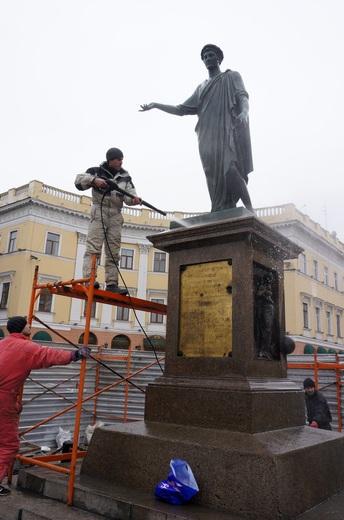 Одесского Дюка оцепили и «отдраили» (ФОТО), фото-1