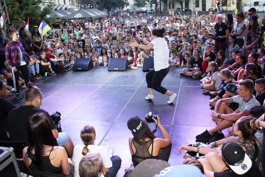 уличных танцев.