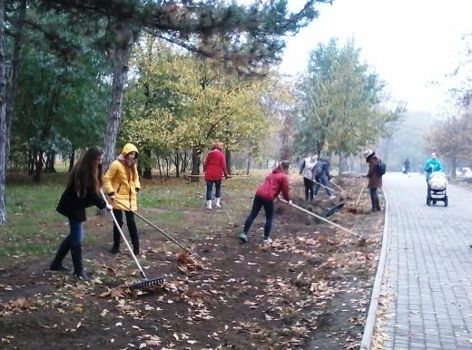 1 Из одесских парков после уборки вывезли 200 тонн мусора