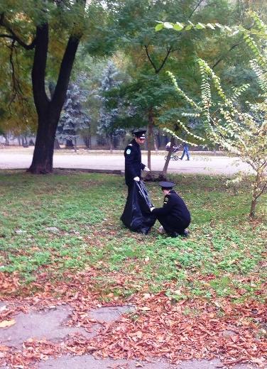 2 Из одесских парков после уборки вывезли 200 тонн мусора