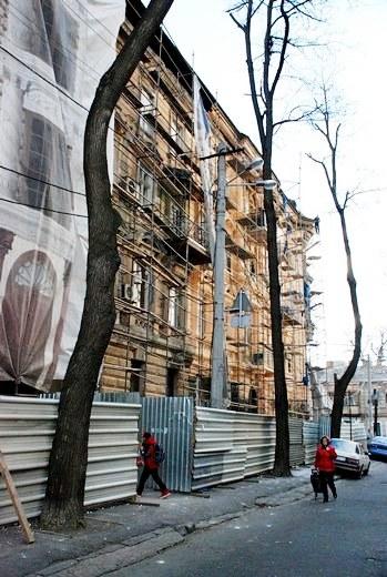 2 В Одессе взялись за реставрацию здания, в котором расположен всемирный клуб одесситов