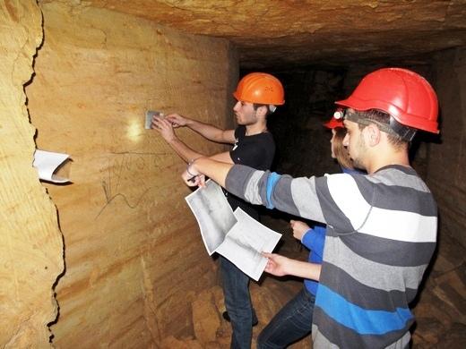 IMG_4820 В одесских катакомбах художники восстановили старинную настенную роспись