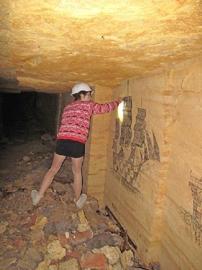 IMG_4825 В одесских катакомбах художники восстановили старинную настенную роспись