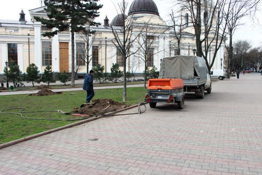 IMG_7319 В Одессе Соборную площадь оборудовали системой автополива