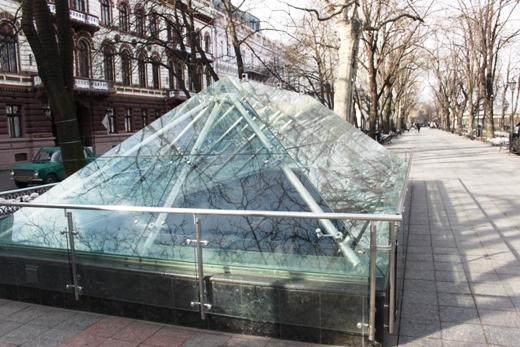 IMG_5473 Вандалы в Одессе снова уничтожили аллею лип в Лунном парке