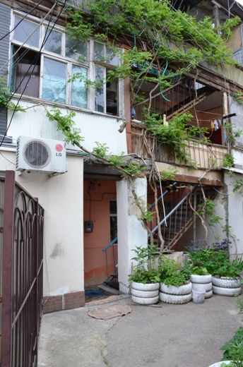 DSC_7778 Семью из разрушенного в Одессе дома отселили в гостиницу