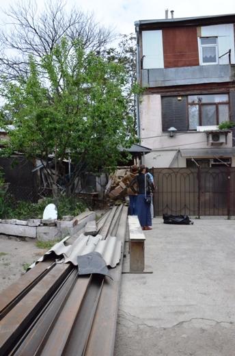 DSC_7781 Семью из разрушенного в Одессе дома отселили в гостиницу