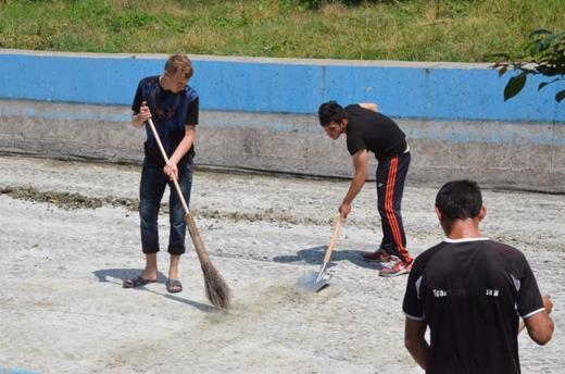 DSC_0086 Со дна пруда в одесском парке Победы подняли тонны мусора и ила