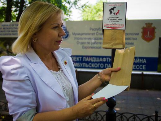 IMG_3269 На Приморском бульваре Одессы появились пакеты для уборки после выгула собак