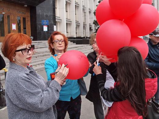 aids03 Одесситам под ОГА раздавали презервативы