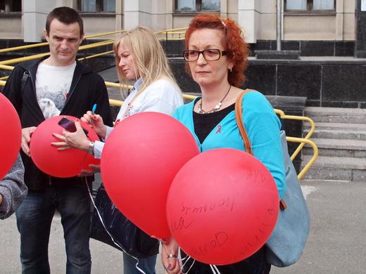 aids05 Одесситам под ОГА раздавали презервативы