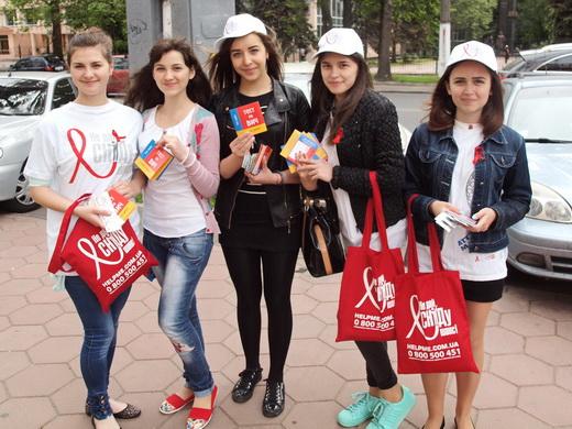 aids09 Одесситам под ОГА раздавали презервативы