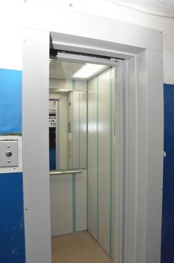 дешевая эконом стальная дверь в тамбур от лифта