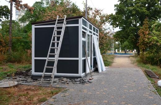 DSC_2304 Ушлые чиновники из одесской мэрии на месте сгоревшего туалета установили новый