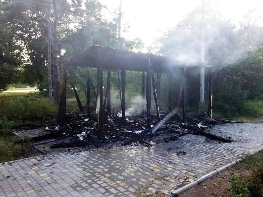 1 Ушлые чиновники одесской мэрии уже пообещали на месте сгоревшего туалета построить новый