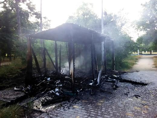3 Ушлые чиновники одесской мэрии уже пообещали на месте сгоревшего туалета построить новый