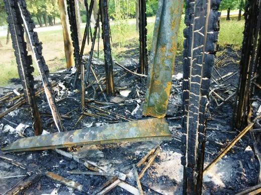 4 Ушлые чиновники одесской мэрии уже пообещали на месте сгоревшего туалета построить новый