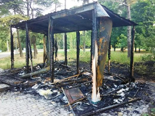 6 Ушлые чиновники одесской мэрии уже пообещали на месте сгоревшего туалета построить новый