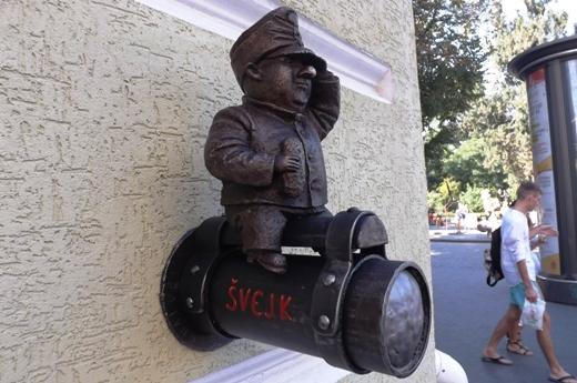 2 На знаменитой одесской пивной увековечили бравого солдата Швейка