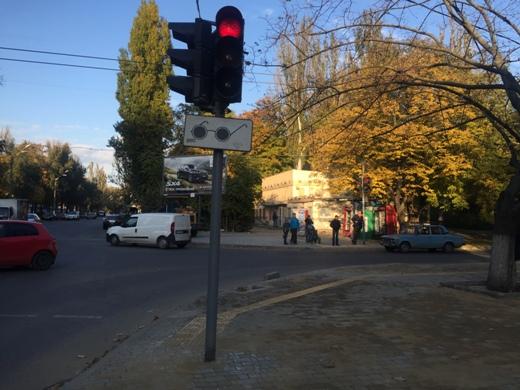 Спеціальний тротуар для слабозорих людей облаштовують на вул. Терешкової в Одесі