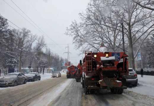 Въезды в Одессу закрыты, а на улицах работает тяжелая техника (ФОТО), фото-1