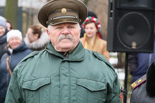 День рождения Кобзаря: к памятнику Шевченко возложили цветы фото 2