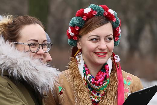 День рождения Кобзаря: к памятнику Шевченко возложили цветы фото 4
