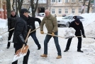 The city officials and deputies helped utilities to clean Odessa of snow. Picture story