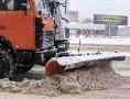 Колонны спецтехники в сопровождении полиции очищают магистральные улицы Одессы от снега